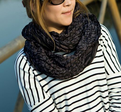 00118 Fashion Infinity Scarf in All black
