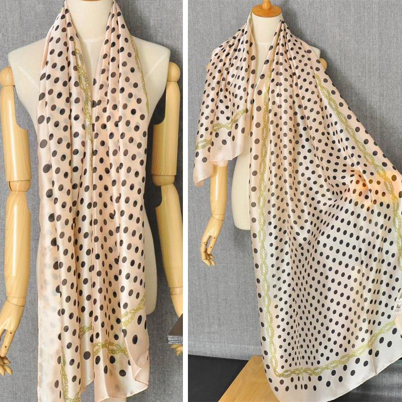 1 Hot dot design scarf Paris