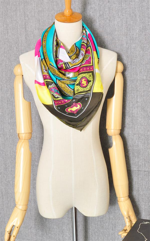 01 Beautiful Fashion Scarf For Girls
