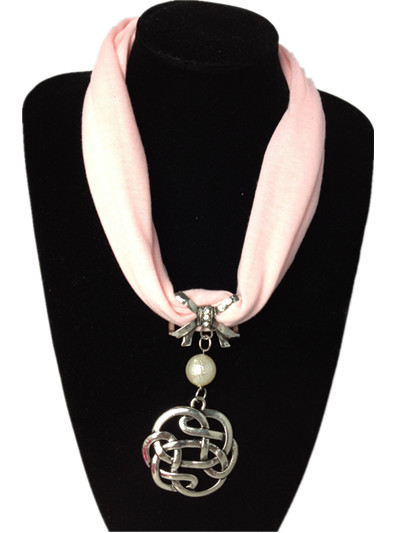 Trendy style pendant jewelry scarf wholesale in France
