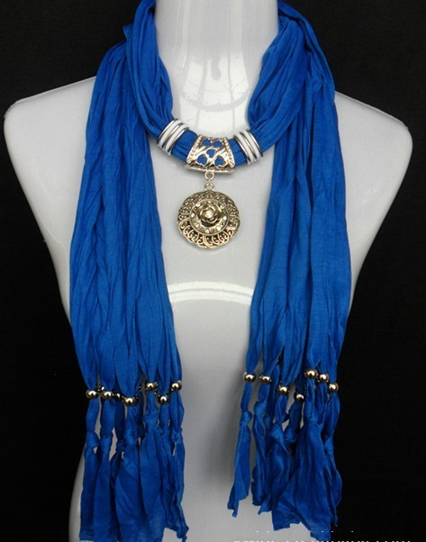 pendant scarf with necklace jewelle