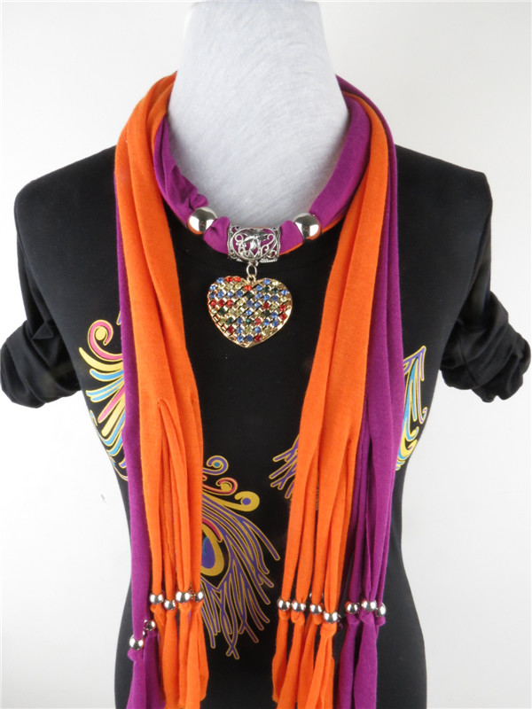 Heart-shaped drop pendant necklace winter scarf
