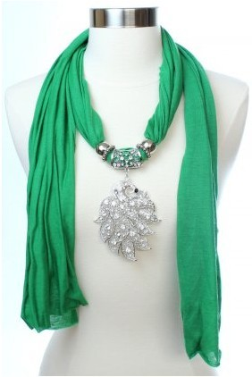 2013 UK leaf shaped pendant necklace scarf Wholesales