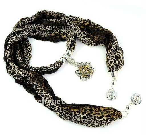 New leapard print scarf with fashionable flower design pendant