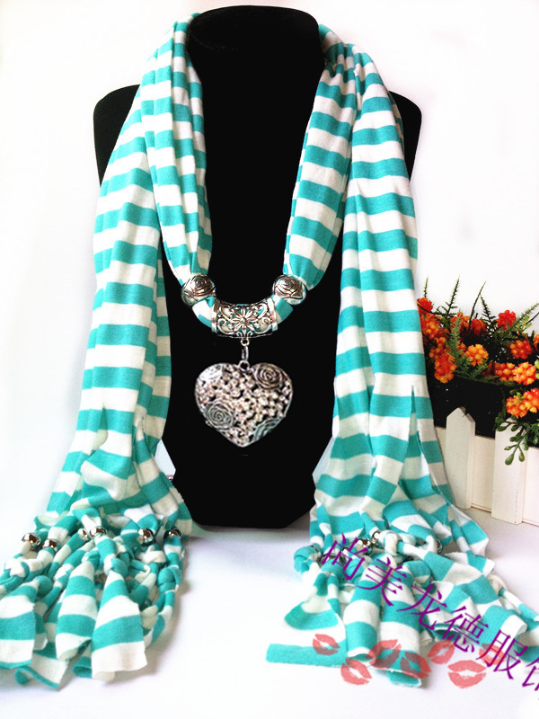 1 Heart pendant scarf for lady UK