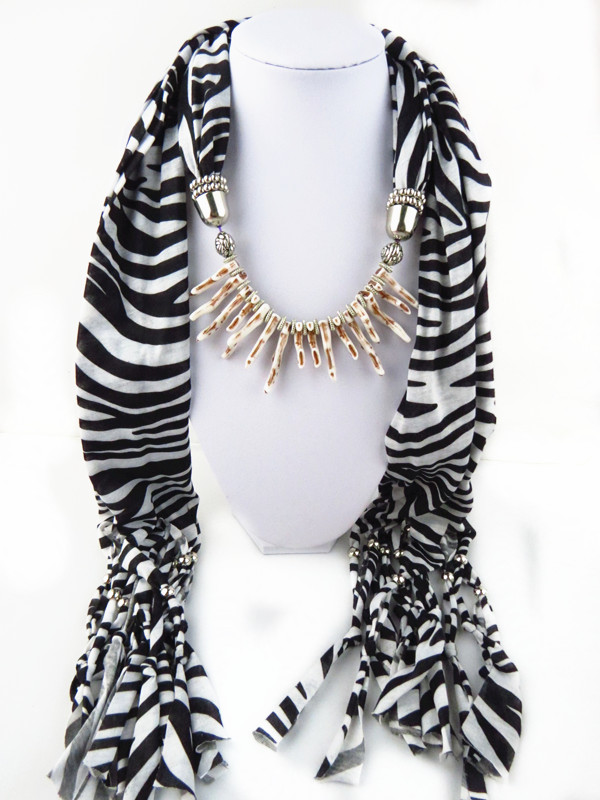 SEO_COMMON_KEYWORDS 1 1 Zebra Print Scarf with hot pepper design