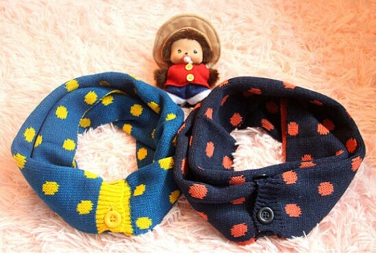 Canada Knitted Children Scarves with Buttons