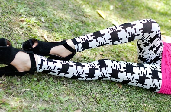 Black Pattern Printed White Leggings for Women