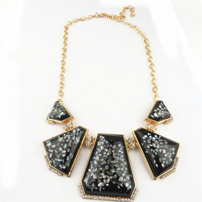 Stylish Black Rhinestone Pends Attached Necklace