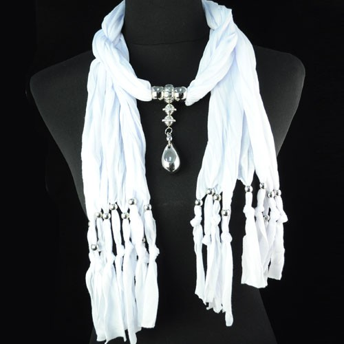 SEO_COMMON_KEYWORDS London white scarf with fashion jewelry