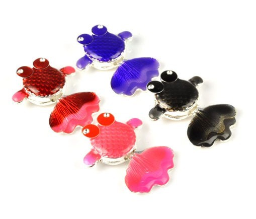 Wholesale goldfish shaped charm for necklace and scarf