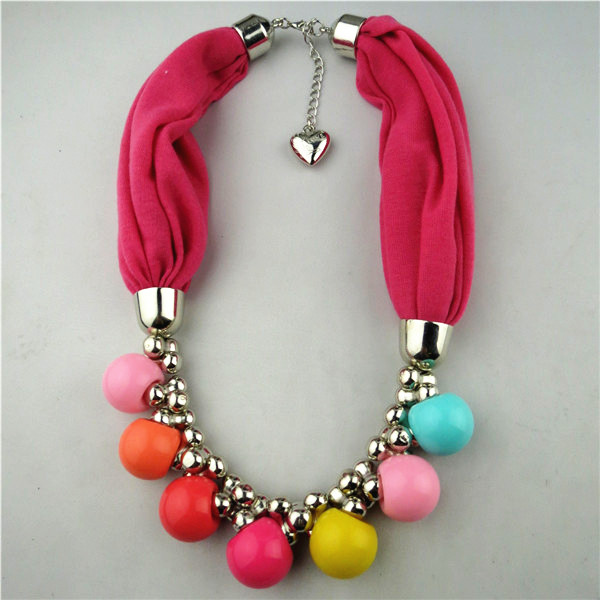 1 Colorful Jewelry Necklace with Pendant attached