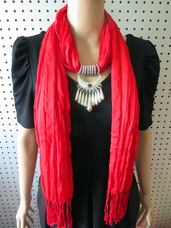 1 Cotton/Viscose Scarf With Fashioan Pendant attached