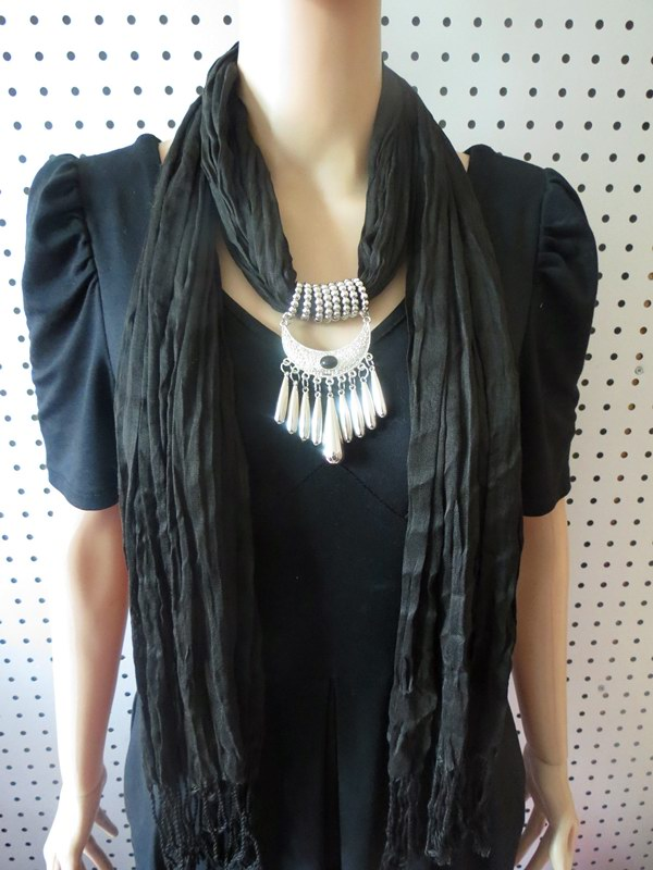 1 Cotton/Viscose Scarf With Fashioan Pendant attached - Click Image to Close
