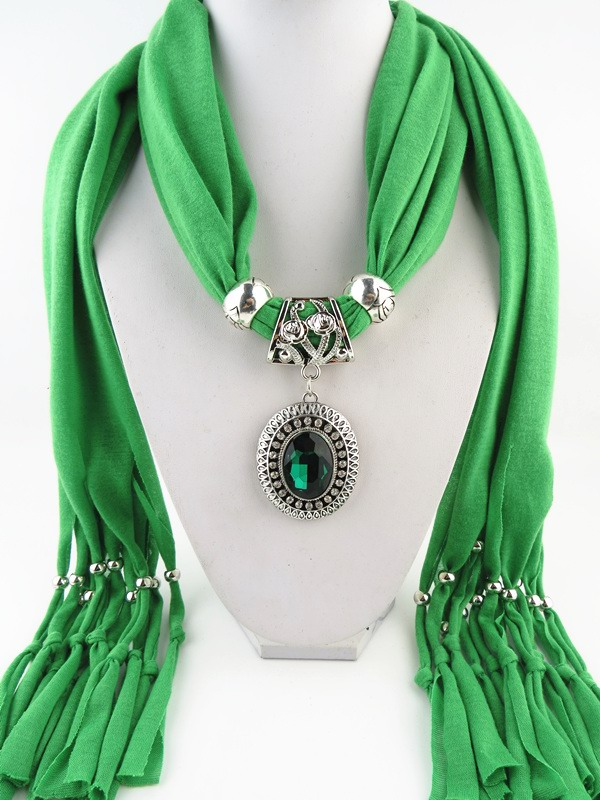 SEO_COMMON_KEYWORDS 001 Alloy Oval RHINESTONE PENDANT Scarf