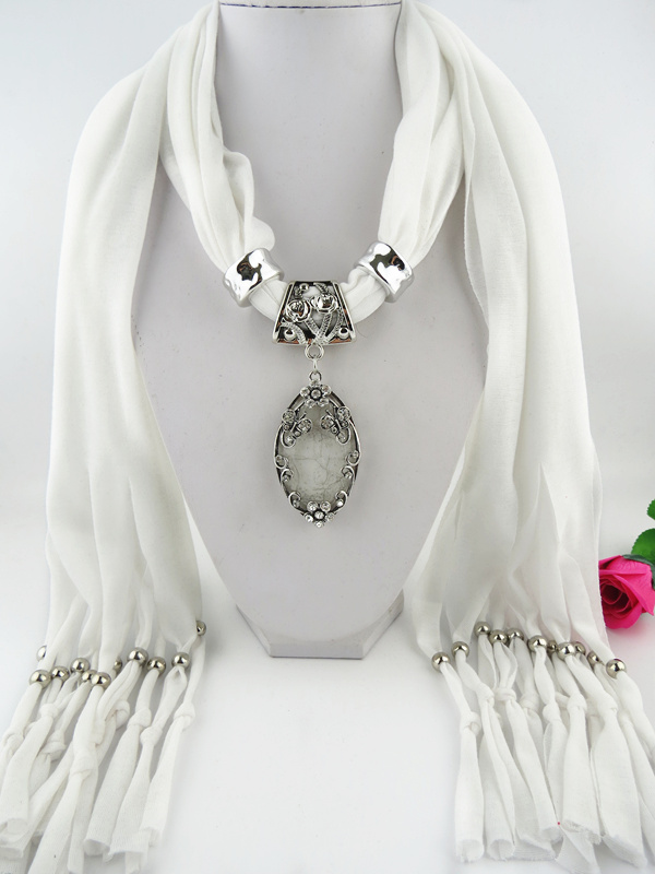 001 Alloy Butterfly Design Pendant Scarf