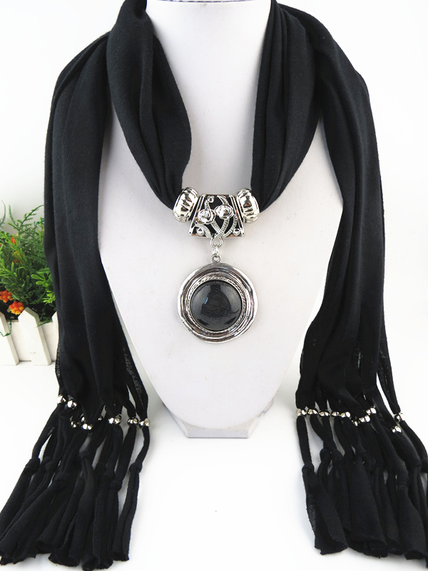 002 Newest Round Shaped Pendant Scarf