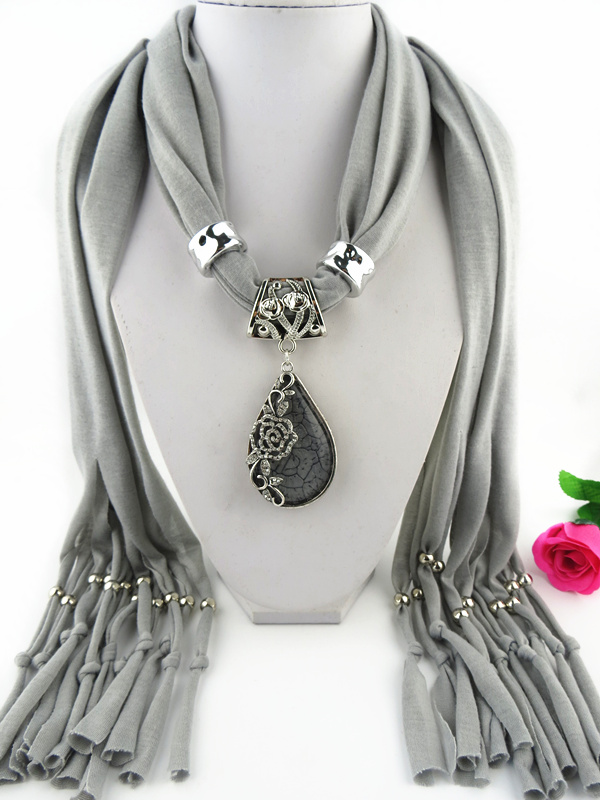 001 Alloy Rose and Rhinestone Pendant Scarf