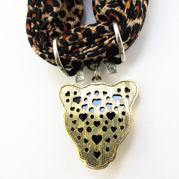 001 Leopard Head Design with scarf