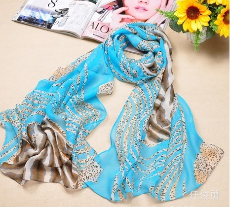 Wholesale silk Scarf With Berry Patterns