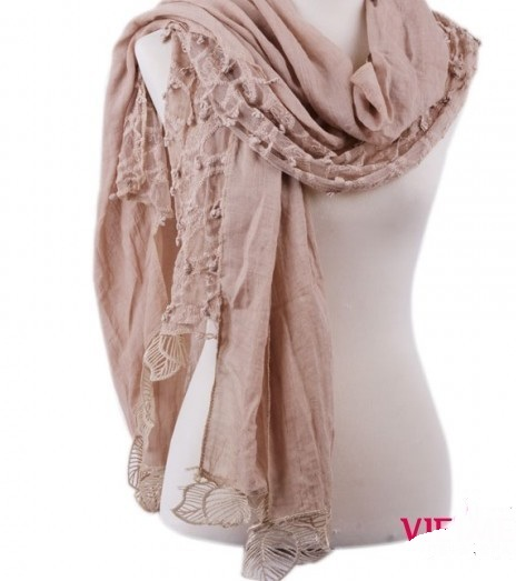 Large viscose scarves with lace flower