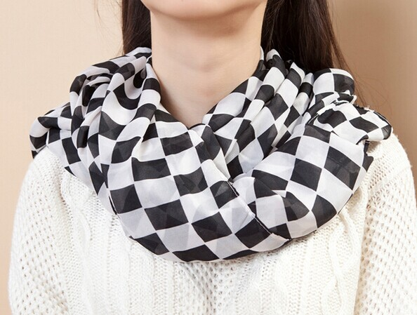 01295 Check Pattern Viscose Scarf