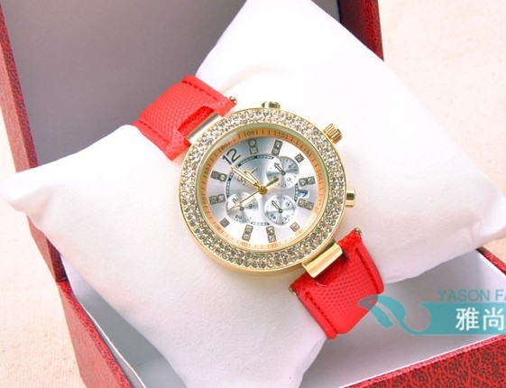Nice Soft Cover Leather Band Ladies Watch