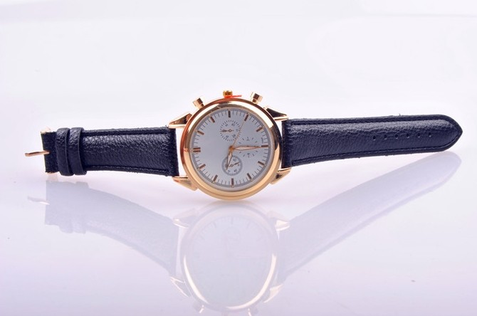 Fine Leather Strap Women Golden Watch Online