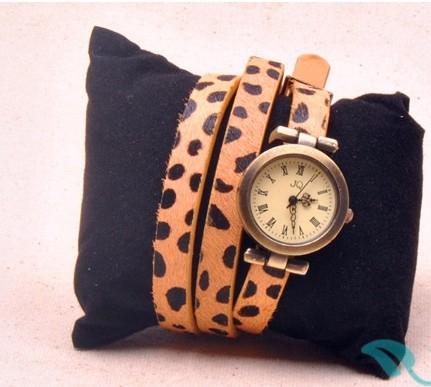 Vintage Style with Animal Imprint Strap Watch