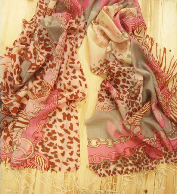 100% Wool Scarves with Animal print and chain style